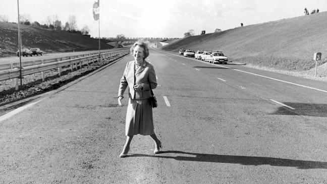prime-minister-margaret-thatcher-poses-on-an-empty-m25-before-its-official-opening-136401328647903901-151028165308